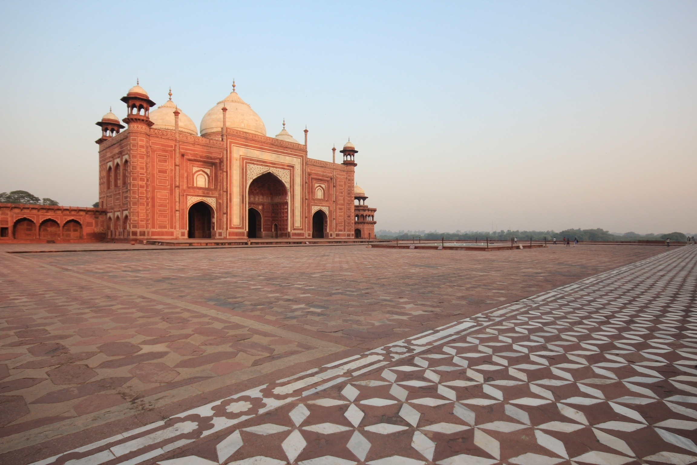 essay on a visit to a historical place taj mahal This article provides information about taj mahal history read on to know about the history of taj mahal in agra city of india.