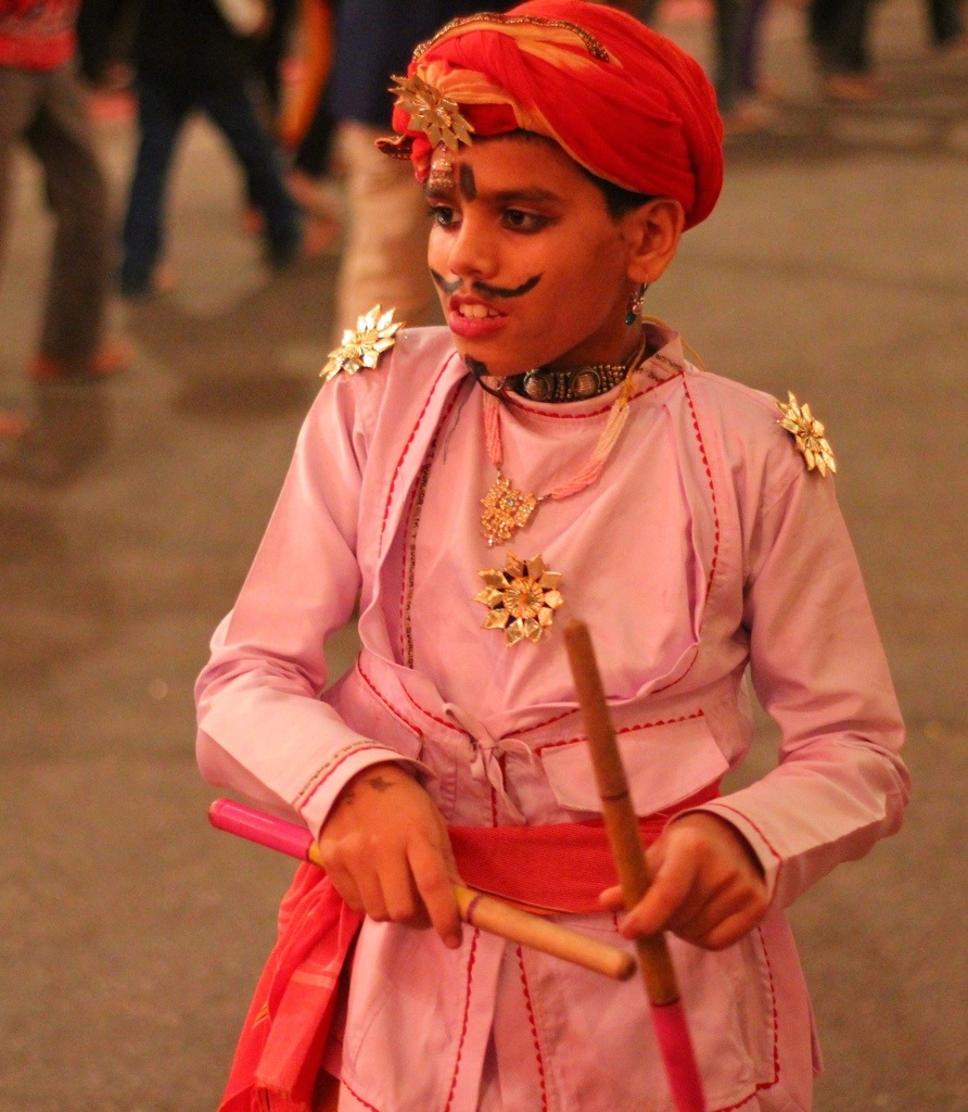 Child in costume at Navratri