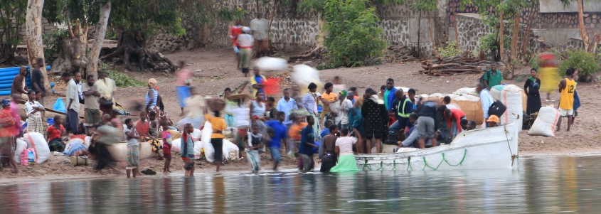 Locals unloading the Ilala on Chizimulu Island