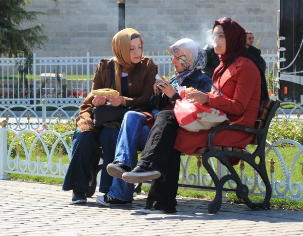 muslim girl smoking istanbul