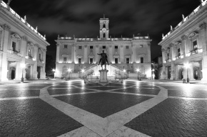 12 Photos of Rome at Night in Black & White