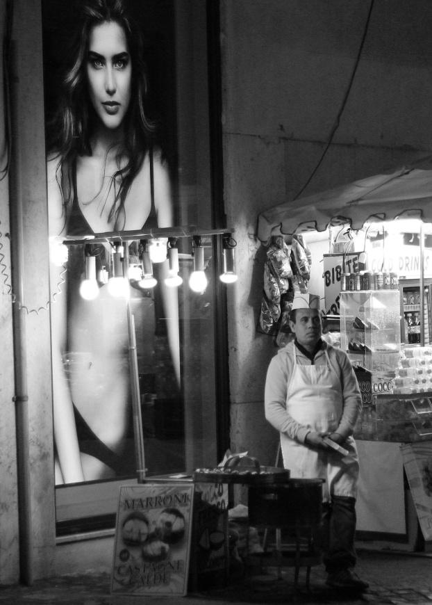 rome vendor black white night photo
