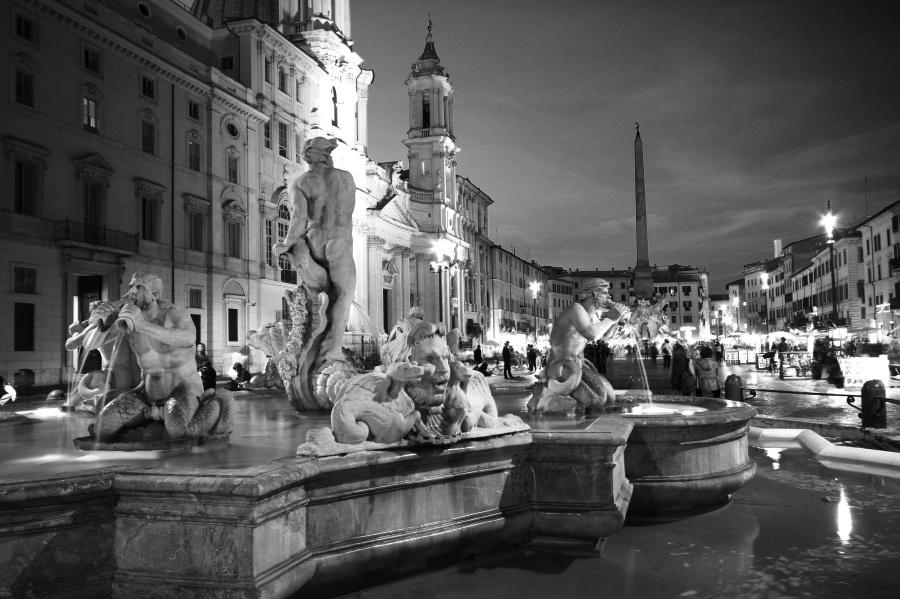 piazza navona at night
