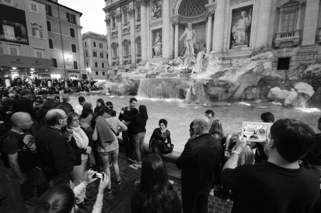 trevi fountain black and white rome night