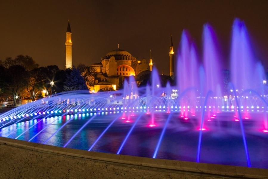 aya sofya at night with fountain