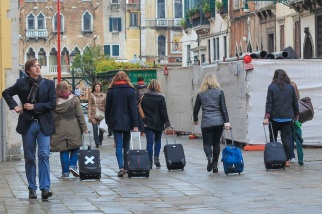 A common sight in Venice: tourists walking around lost.
