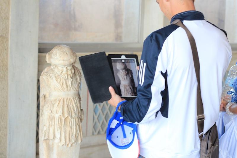 Statue photo with iPad