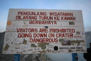 Danger sign Ijen