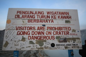 Danger sign Ijen