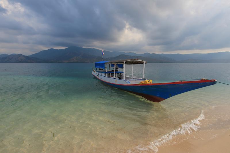 Boat in 17 Islands National Park