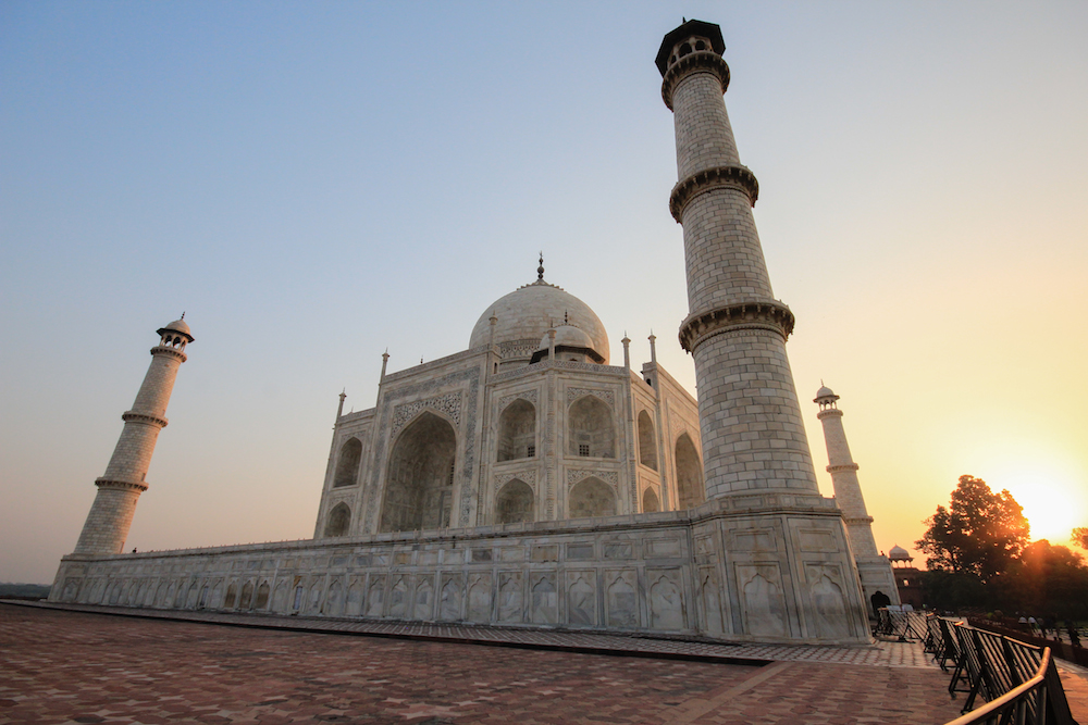 short essays on taj mahal