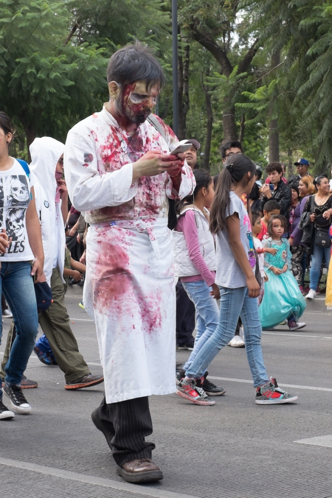 Mexico City Zombie texting