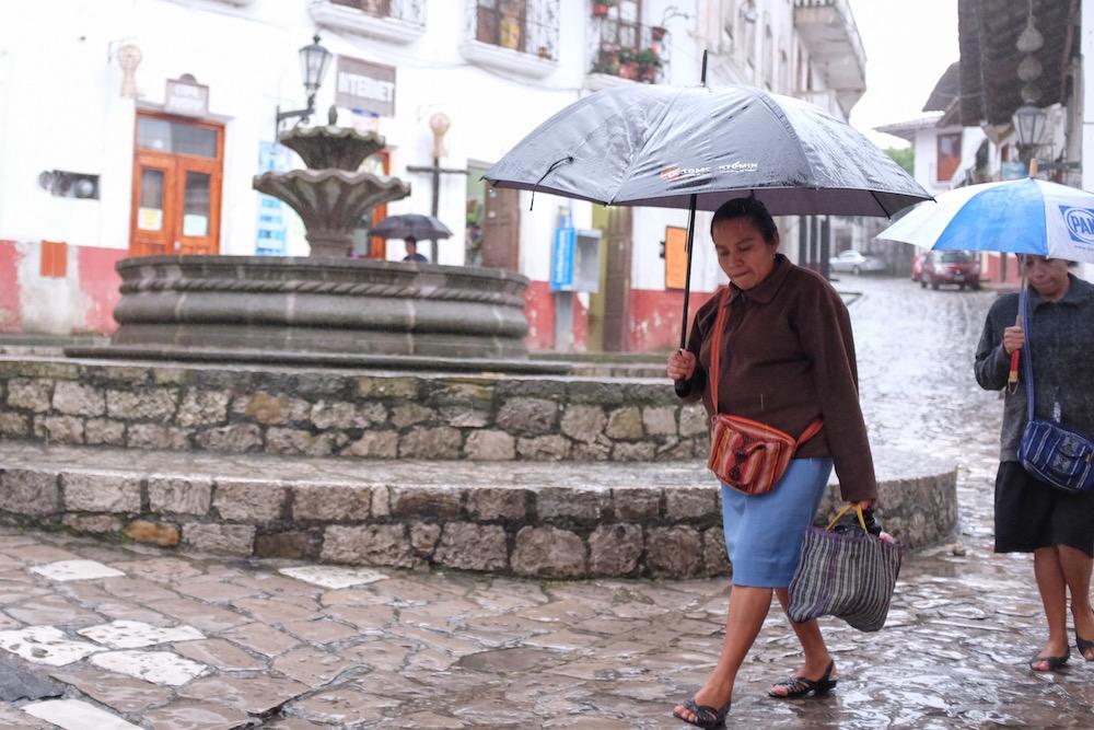 Cuetzalan market rain