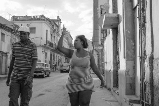 Havana street photo talking with hands