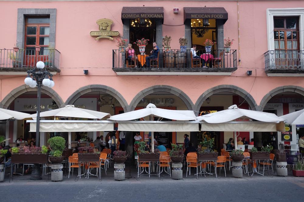 Puebla sidewalk cafes