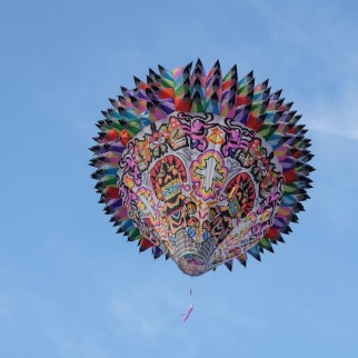 Veracruz globe flying away