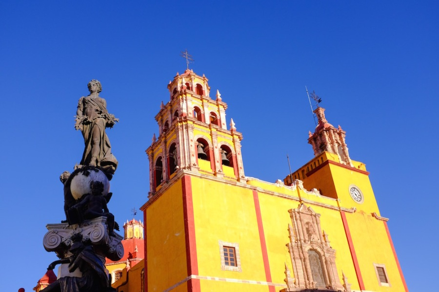 Yellow church guanajuato