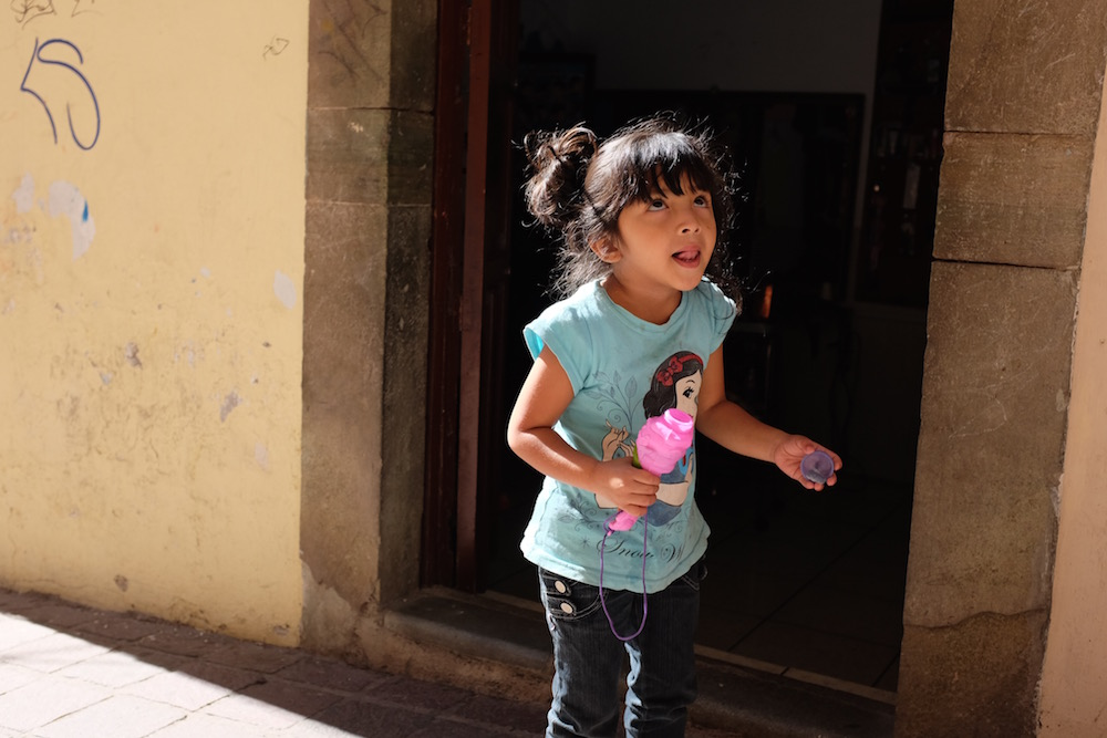 Guanajuato girl with bubbles