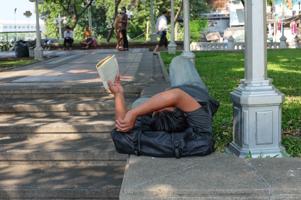 Bangkok reading in the park