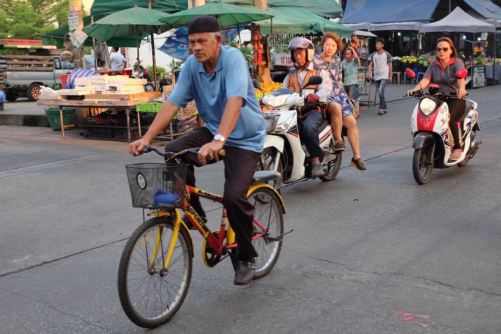 Thais on bikes