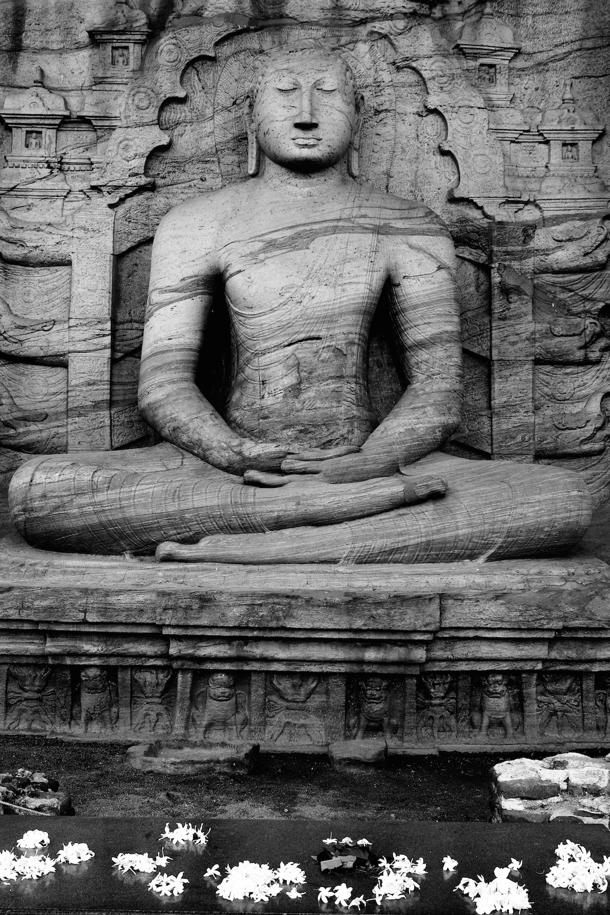 Polonnuwara buddha black and white