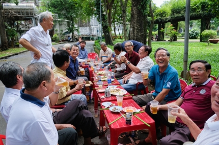 Vietnam men in the park