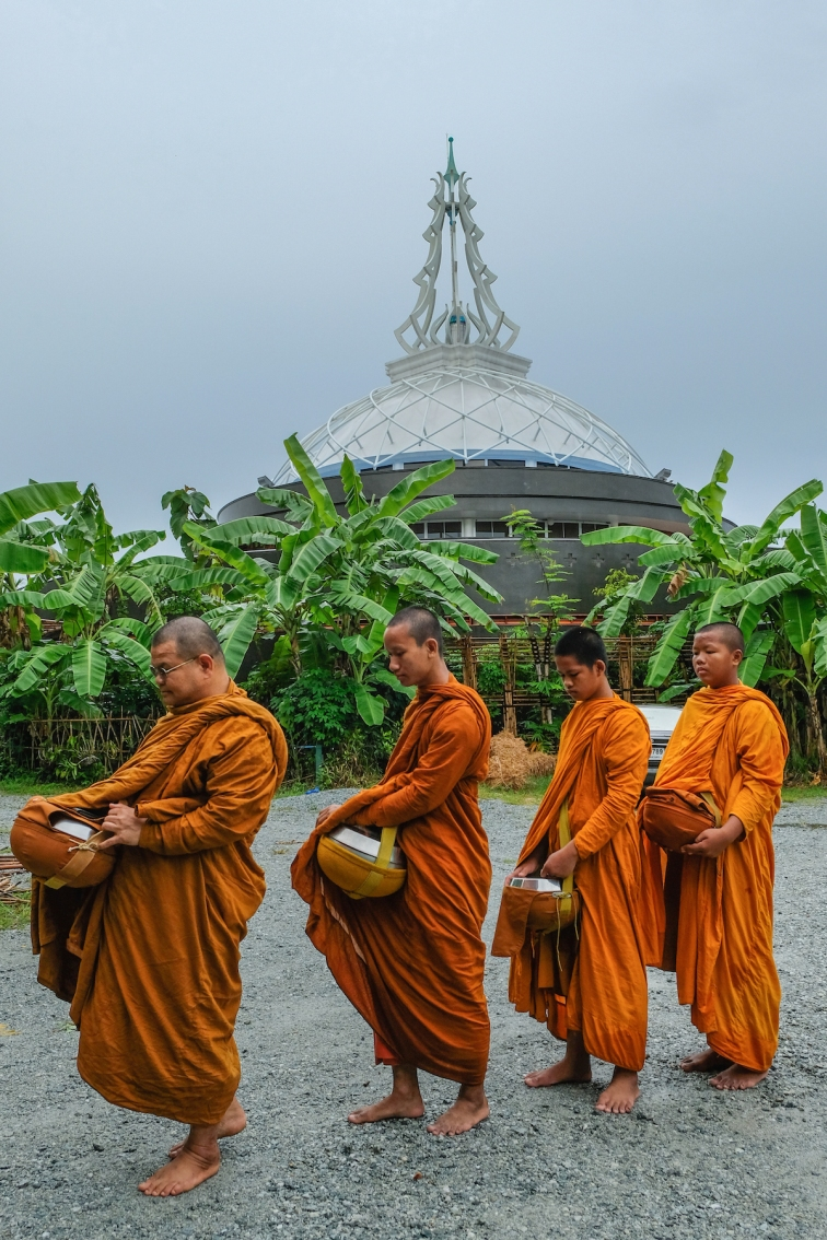 Monks at Maab Euang