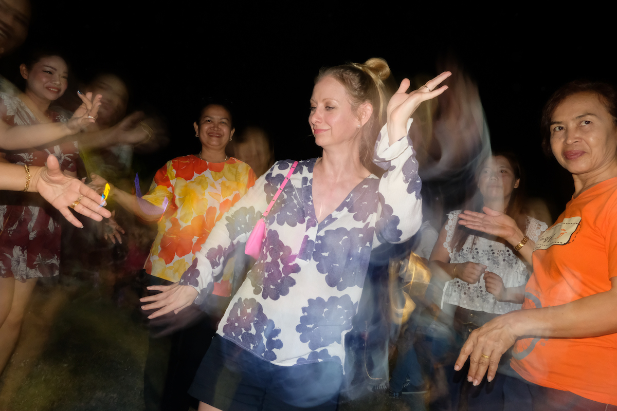 Isaan Farang Dancing