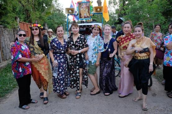 Songkran clothes