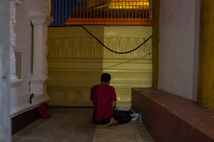 Shwedagon street photography prayers