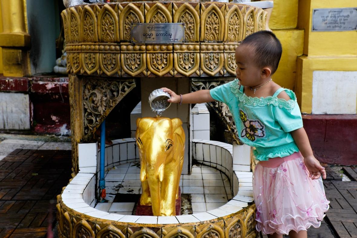 Shwedagon Pagoda Girl