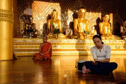 Shwedagon Pagoda Buddha Prayers