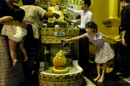 Shwedagon Pagoda street photography1