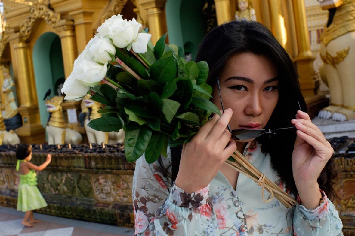 Shwedagon street photography woman